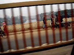 ঢাকা-ময়মনসিংহ মহাসড়কে ঝুঁকিপূর্ণ টঙ্গী সেতু