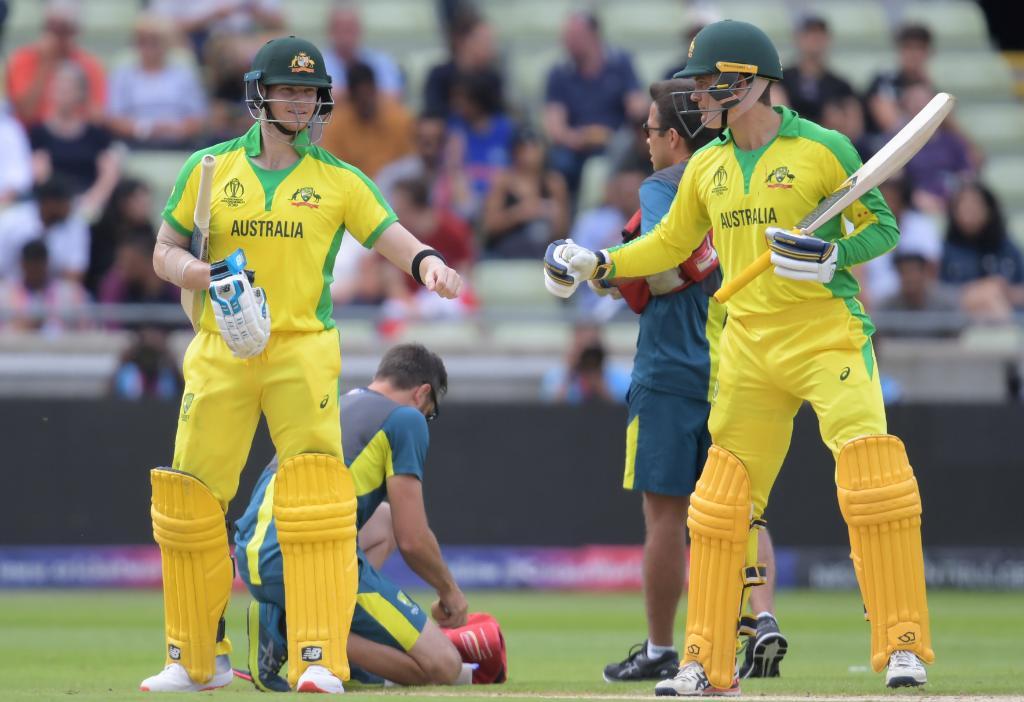 ইংল্যান্ডের বিপক্ষে ১০ ওভারে ৩ উইকেট হারিয়ে চাপে অস্ট্রেলিয়া