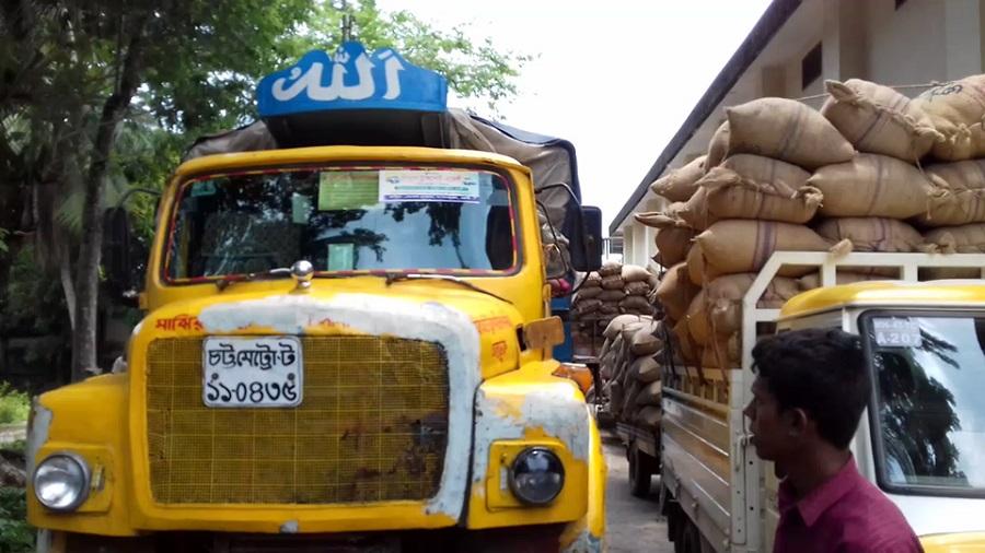 রামগঞ্জে সরকারী গুদামে সিন্ডিকেট' করে ধান বিক্রি;ক্ষতিগ্রস্ত কৃষক