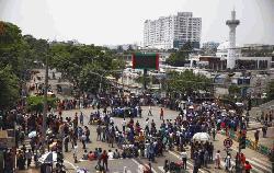 সরকারি সাত কলেজের শিক্ষার্থীদের আবারও নীলক্ষেত অবরোধ