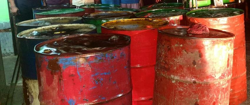 লালপুরে রেলের ১৩ড্রাম চোরাই ডিজেলসহ চার ব্যবসায়ী আটক