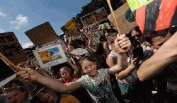 জলবায়ু মোকাবেলায় সারাবিশ্বে শিক্ষার্থীদের বিক্ষোভ