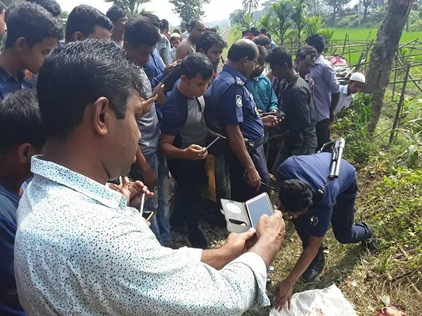 শায়েস্তাগঞ্জে ট্রেনের ধাক্কায় ৩ স্কুল ছাত্র হতাহত
