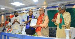 রামেন্দু মজুমদার পেলেন গান্ধী শান্তি পুরস্কার