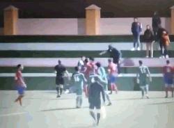 ফুটবলের তীর্থকেন্দ্রে নারী রেফারিকে ধর্ষণের হুমকি (ভিডিও)