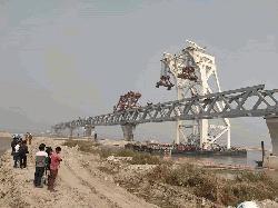পদ্মা সেতুতে বসল ১৮তম স্প্যান, দৃশ্যমান পৌনে তিন কিলোমিটার