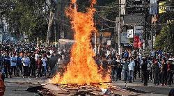 জ্বলছে পশ্চিমবঙ্গ : আইন না মানার হুমকি ৬ মুখ্যমন্ত্রীর