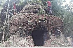 চাঁদপুরে ৫শ বছরের পুরনো মসজিদের সংস্কার কাজ চলছে
