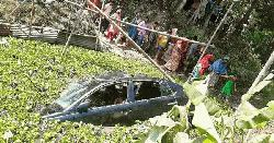 কুমিল্লায়  প্রাইভেট কার খালে পড়ে তিনজন নিহত