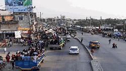 কর্মস্থলে পৌঁছতে ঢাকা-ময়মনসিংহ মহাসড়কে মানুষের ঢল
