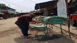 করোনা প্রতিরোধে অস্থায়ী প্রক্ষালনের উদ্যোগ ব্রাহ্মণবাড়িয়ার তরুণদের