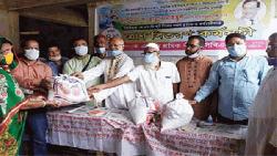 কর্ণফুলি জুট মিল শ্রমিকদের মাঝে তথ্যমন্ত্রীর খাদ্য সামগ্রী বিতরণ