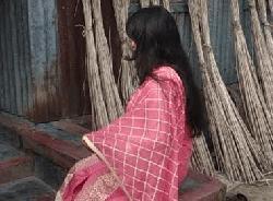 কালিহাতীতে স্ত্রীর মর্যাদার দাবিতে প্রেমিকের বাড়িতে প্রেমিকার অবস্থান