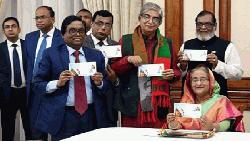 শোক দিবসে প্রধানমন্ত্রী স্মারক ডাকটিকিট, উদ্বোধনী খাম অবমুক্ত করেছেন