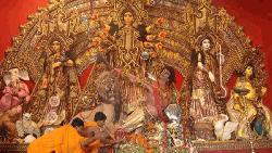 দেবীদূর্গা অসুরকে পরাজিত করবে