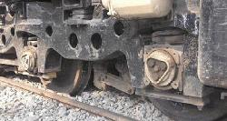 তেলবাহী ট্যাঙ্কার লাইনচ্যুত হয়ে খুলনার সঙ্গে রেল যোগাযোগ বন্ধ