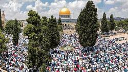 আল-আকসায় ঈদের জামাতে মুসল্লিদের ঢল