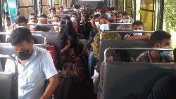 বিশ্ববিদ্যালয়ের বাস বাড়ি পৌঁছে দিলো বশেমুরবিপ্রবির শিক্ষার্থীদের