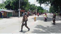 দিনাজপুরে লকডাউন বাস্তবায়নে কঠোর অবস্থানে সেনাবাহিনী