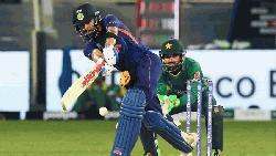কোহলির ফিফটিতে পাকিস্তানকে ১৫২ রানের চ্যালেঞ্জ ভারতের
